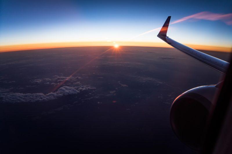 渡航中の飛行機